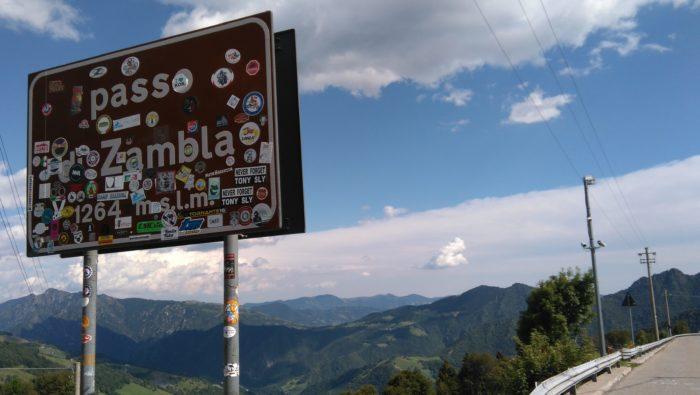 アルプス山脈にあるザンブラ峠
