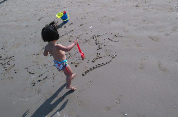 子どもも遊びやすいリミニの柔らかい砂浜