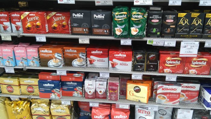 イタリアの種類豊富なコーヒーの粉