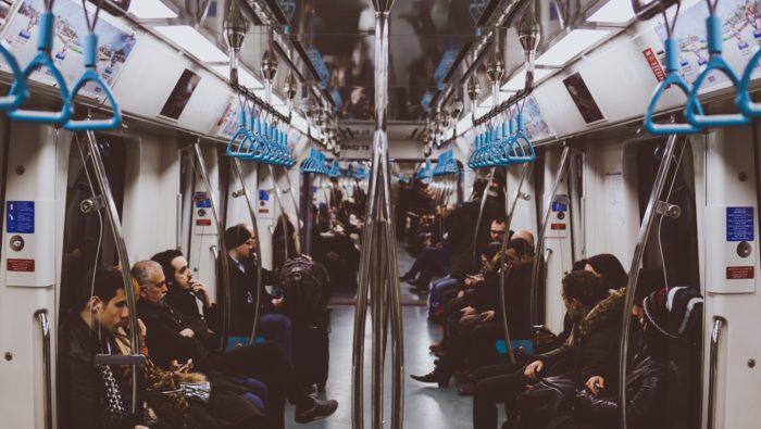 海外の地下鉄の中