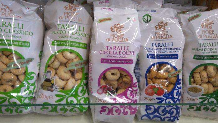 イタリアの小さな固焼きパン・タラッリ