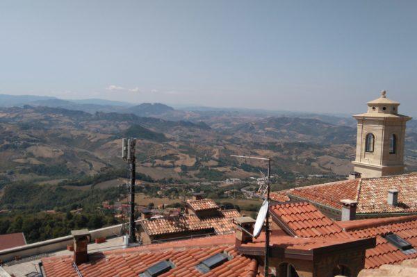 サンマリノ共和国のレストランのテラス席から見える景色