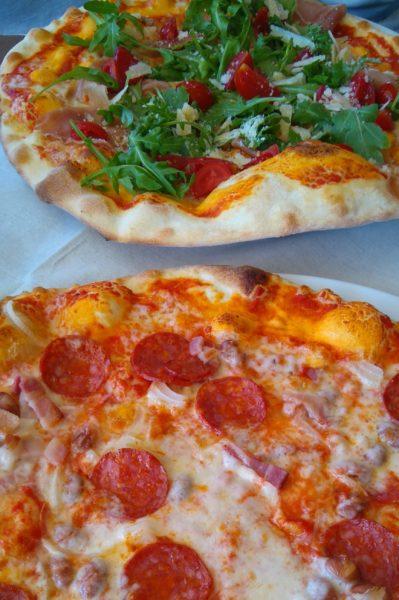 サンマリノ共和国のレストランで食べたビッツァ