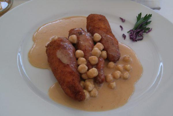 ルーマニアの肉料理ピーナツバター添え