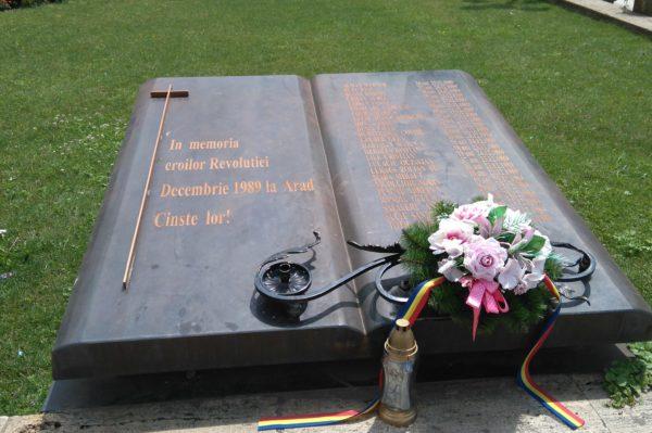 革命に参加し犠牲になった人の記念碑