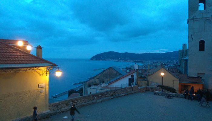 イタリアの海辺の美しい街チェルボ