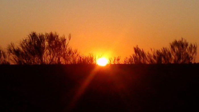 ウルルと共に見える日の出